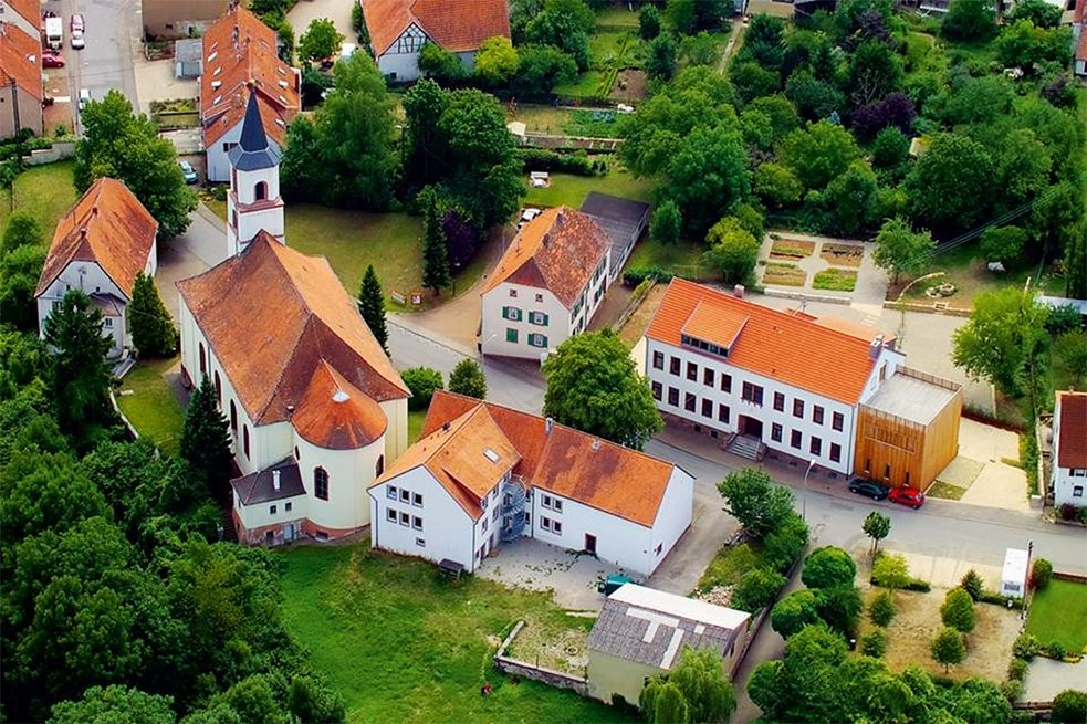 Gersheim in Saarland is the home of the ecological school hostel Spohns Haus, which is also the environmental education centre of the Bliesgau Biosphere Reserve. The historical buildings accommodate up to 70 children on sustainable class trips or project weeks.