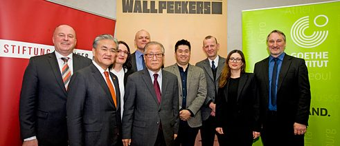 Invited guests from the arts, media, industry and politics came to the premiere of the Wallpeckers game at the Berlin Wall Memorial