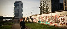 Surviving segments of the Wall vs. property development projects: a view of the banks of the Spree