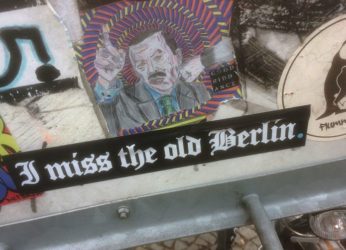 Conflicting messages on a bike stand, Berlin.