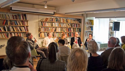 """Is art criticism facing a crisis?"" was the subject of discussion between Helge Rønning, Knut Hoem, Theresia Enzensberger, Thomas Böhm and Henrik Keyser Pedersen (left to right)"