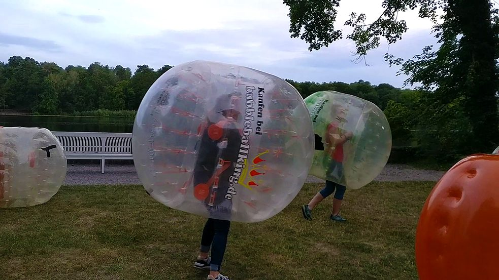 Introbild zum Video: Action beim Bubble Football