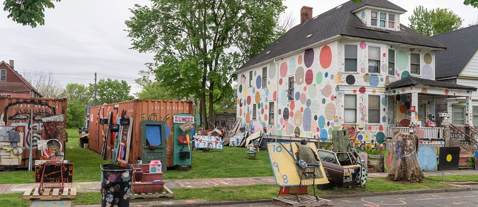 The painted facades on Heidelberg Street as well as the entire Detroit art scene are an important sign of Detroit's breakthrough