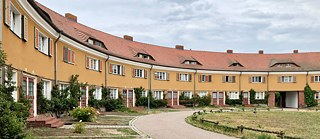 The Piesteritz housing estate with no cars and generous green spaces and gardens is still a model for urban development today.