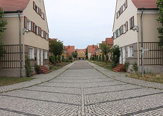 What looks odd to us is completely normal in the Garden City: no cars are allowed on the streets of Piesteritz.