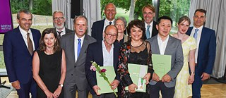 The Goethe Medal awardees together with their laudatory speakers and the president and executive board of the Goethe-Institut