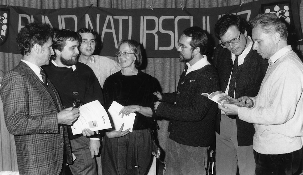 Hubert Weiger has been a driving force from day one: on 9 December 1989, the first meeting of around 400 East and West German nature conservationists took place in Hof in Upper Franconia, where the initiative to preserve the Green Belt was launched (from left to right: Walter Hiekel, Kai Frobel, Werner Westhus, Nanne Wienands, Udo Benker-Wienands, Hubert Weiger, Rainer Haupt).