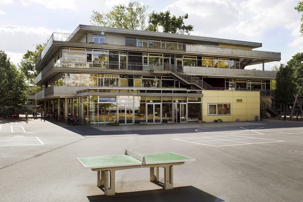 Dresden International School (DIS).