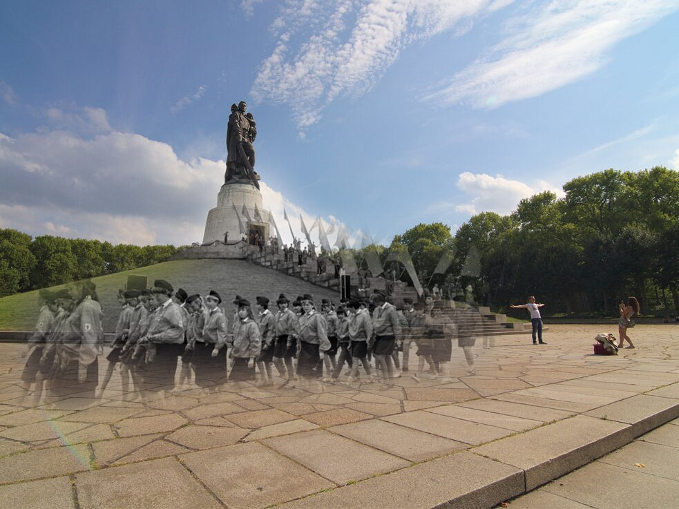HET SOVJETMONUMENT IN HET TREPTOWER PARK 1987/2015, montage, fragment, remix