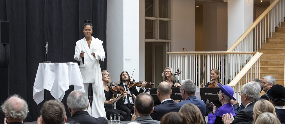 The German singer Lary with a string quartet of the Danish Chamber Orchestra