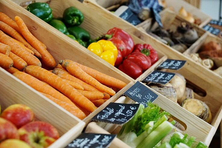 Vegetables in the packaging-free store