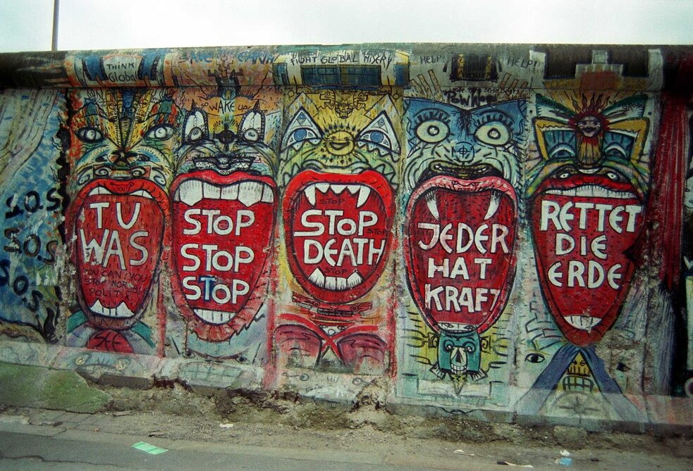The found segment of the Berlin Wall in its original position in February 1990