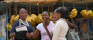 Modern young women at a market in Nairobi (Kenya)