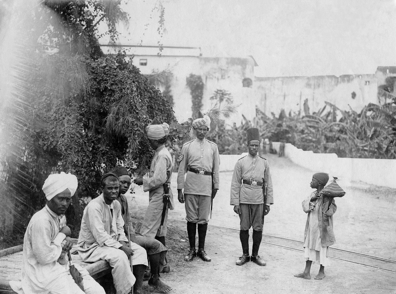 British East Africa, Kenya, Mombasa: Guard post in front of Fort Jesus - undated, probably around 1910, original photograph