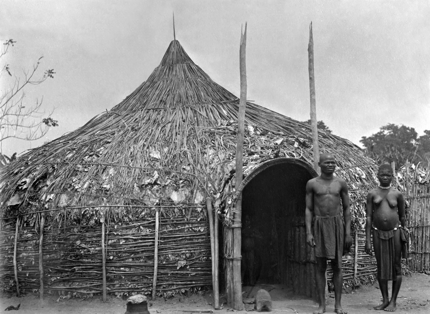 Africa, British East Africa, Kenya, Taveta: natives in front of their hut - undated