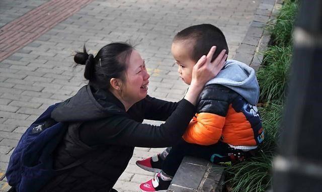 Das Foto von Guo Yinzhen und ihrem Sohn, das in China viral wurde