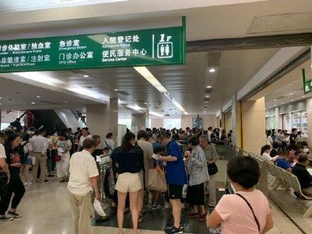 """Weibo-Nutzer """"sunscreen"""" beklagt sich über die Menschenmassen im Shanghaier Huashan Hospital"""