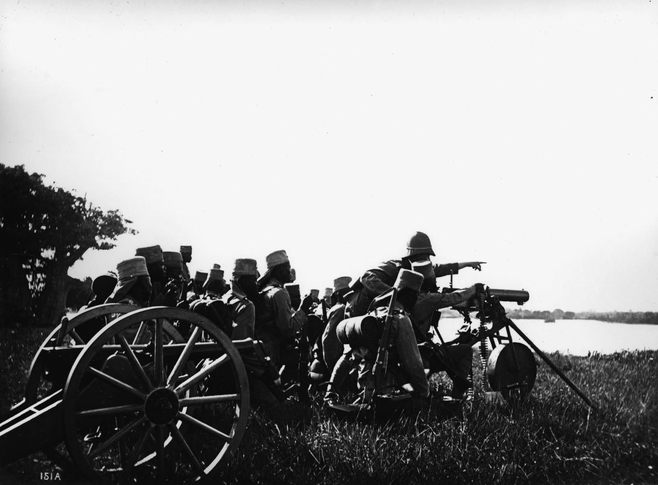 Askaris at the machine gun / Photo World War I / War in the colonies: German East Africa (today Tanzania).