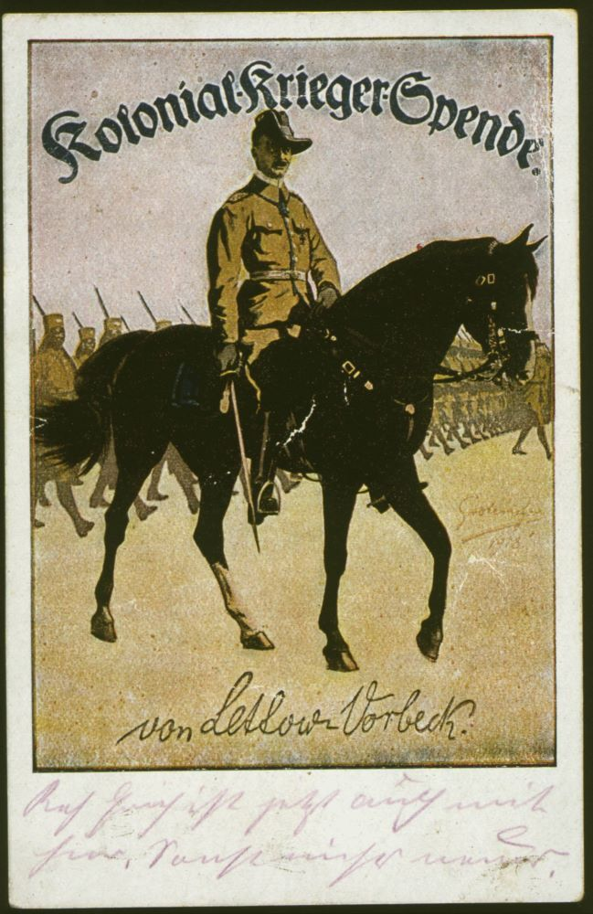 The Prussian General Paul von Lettow-Vorbeck as commander of the Schutztruppen in Deutsch-Ostafrika at the head of his troops. Picture postcard (colour print) of the Colonial War donation, Berlin. Graphic design: Fritz Grotemeyer. Postmark: 1918 Berlin, Collection Archive for Art and History.