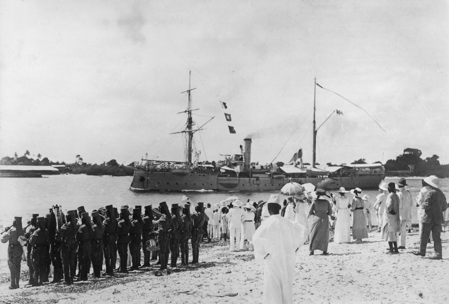 S.M.S. sea eagle on its way home leaves the port of Dar es Salaam / Photo Deutsch-Ostafrika (today Tanzania) 1914.