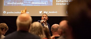 John Kampfner during his lecture at the Goethe-Institut London.