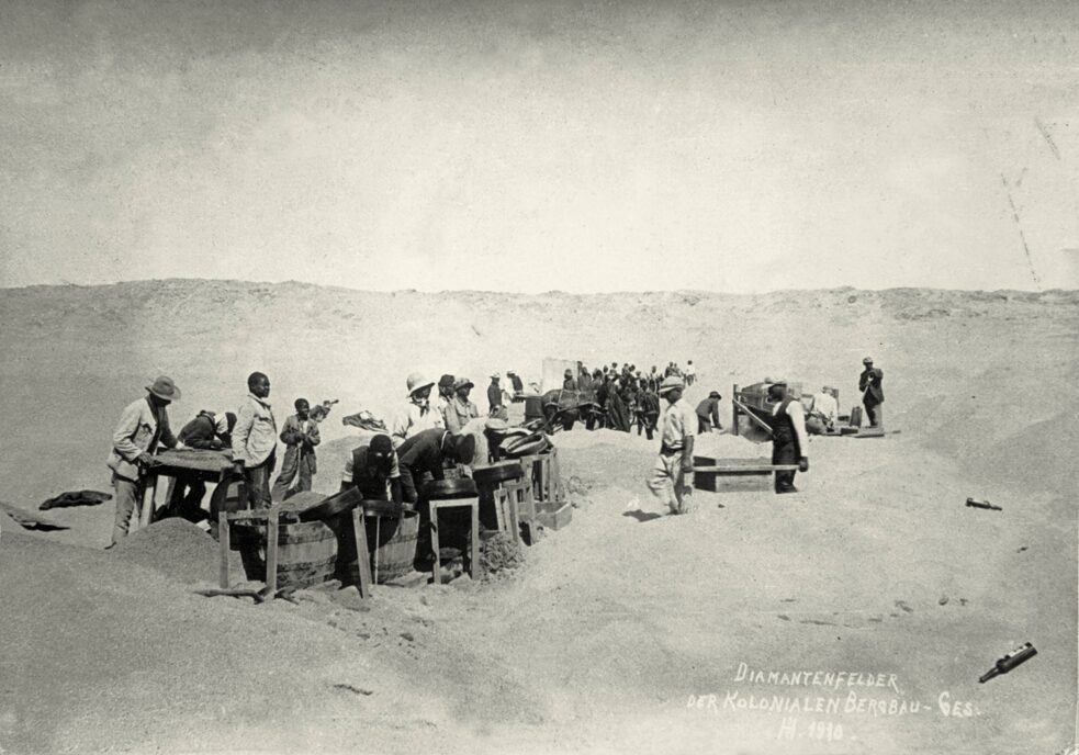Work on the diamond fields of the Colonial Mining Company at the Lüderitzbucht (German South West Africa, today Namibia) Photo, 1910.