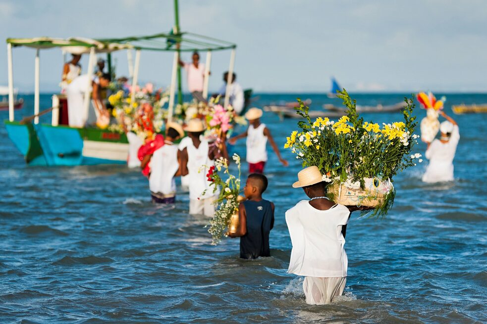 Every year in February, followers* of the Afro-Brazilian Candomblé cult carry flower baskets onto a boat during the ritual ceremony in honor of the sea goddess Yemanj in Amoreiras, Bahia. Besides flowers, perfume and food are also typical offerings.