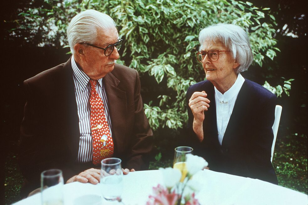 Erika Fuchs, first editor-in-chief of the German Micky Mouse Magazine, talking to Carl Barks, the creator of Donald Duck, in Munich in 1994.