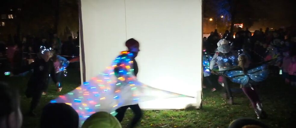"The Quartier Cultural Centre brings people together through cultural projects, such as the children video project ""Lichtbox"" (lightbox)."