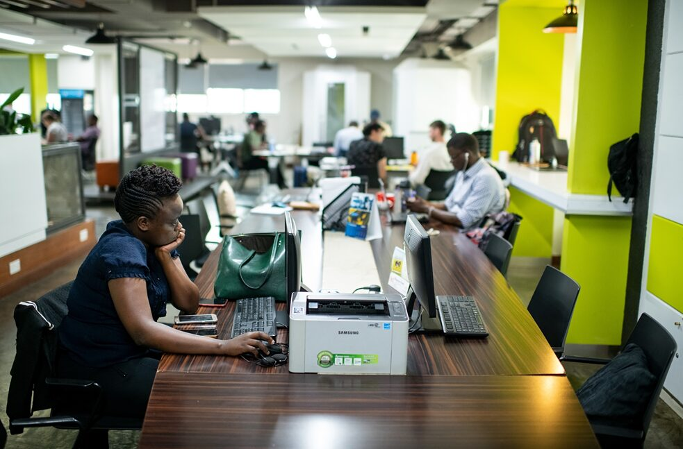 Global South: IT specialists in the iHub, an innovation centre for technology companies, 25.02.2020, Kenya, Nairobi