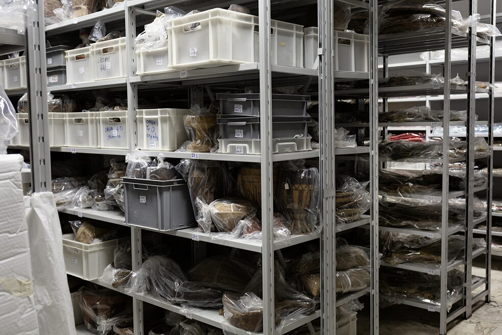 Decolonisation: The spacious archives of the museum building, where the former colonial museum is still kept behind locked doors