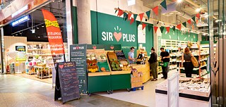 "In their ""Saviour Markets"", like here in Berlin Friedrichshain, and in their online shop, the Sirplus start-up offers leftover food from producers and wholesalers."