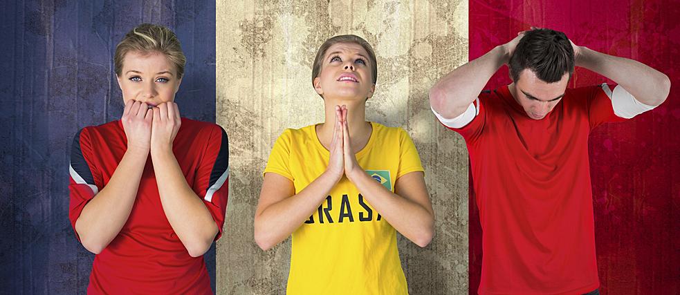 Fußballfans beten für den Sieg ihrer Mannschaft