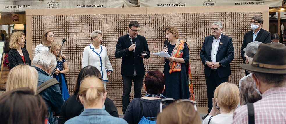 "The guests at the opening of the ""Disappearing Wall"" (from left to right ): Aleksandra Szymańska (Head of Instytut Kultury Miejskiej), Magdalena Adamowicz (Member of the European Parliament and widow of the assassinated Mayor of Gdansk, Pawel Adamowicz) with her daughter, Cornelia Pieper (Consul General of the Federal Republic of Germany in Gdansk), interpreter, Nicola Beer (Vice-President of the European Parliament), Piotr Kowalczuk (Vice-President of the City of Gdansk) and Christoph Bartmann (Director of the Goethe Institute Warsaw)."