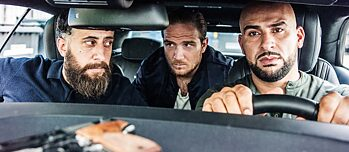 "Still Frame from the TNT Series ""4 Blocks"" Toni, Vince und Abbas seen through the windshield of their car, with a handgun lying on the dasboard."