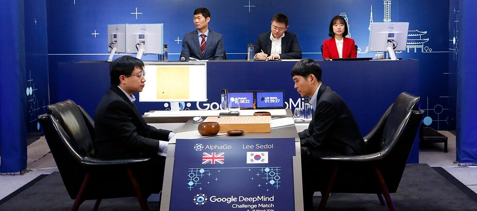 Human brain versus computer programme: In March 2016, Google's artificial intelligence programme AlphaGo beat South Korean professional Go player Lee Sedol (on the right; on the left: Google DeepMind's lead programmer Aja Huang).