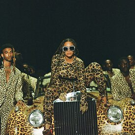 "Beyoncé in una scena del suo visual album ""Black is King"""