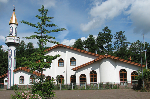 The mosque in Mosback in the state of Baden-Wurttemberg is a typical example of Euro Islam architecture, and incorporates local structural design with Alpine influences. The result is an innovative building in harmony with its surroundings.
