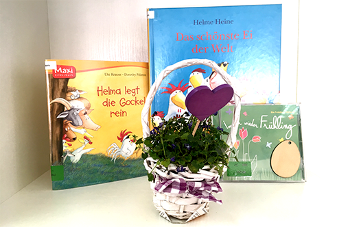 Osterdekoration in der Bibliothek