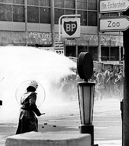Also on February 23, 1974, police and demonstrators fought a violent battle on the grounds of the university in Frankfurt am Main. The demonstrators protested against the eviction and the demolition of rented houses in the Westend district of Frankfurt.