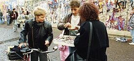 Sale of wall pieces, picture taken between 15 November 1989 and 15 January 1990 in Berlin, near Brandenburg Gate