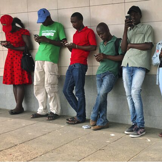 Everyday life in Zimbabwe: Crowds in one of the few public places with free WLAN. People in Mutare, about 270 kilometers east of the capital Harare, 23 November 2019. According to a recent independent report, Zimbabwe has one of the most expensive mobile data sources in the world. The high data costs are mainly attributed to the fact that the country has relatively few mobile internet providers and that it is a landlocked country.