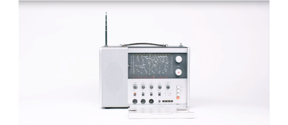 Design forerunner of I-Pod and Co: The fact that tech giant Apple was inspired by the design ideas of Dieter Rams is easy to see. When closed, the T1000 multi-band radio is designed in the same minimalistic style.