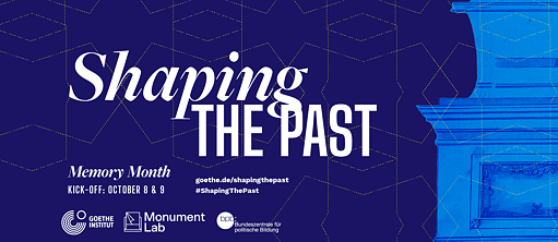 Blauer Hintergrund mit Text: Shaping the past, Save the Date Memory Month Kick off, October 8-9